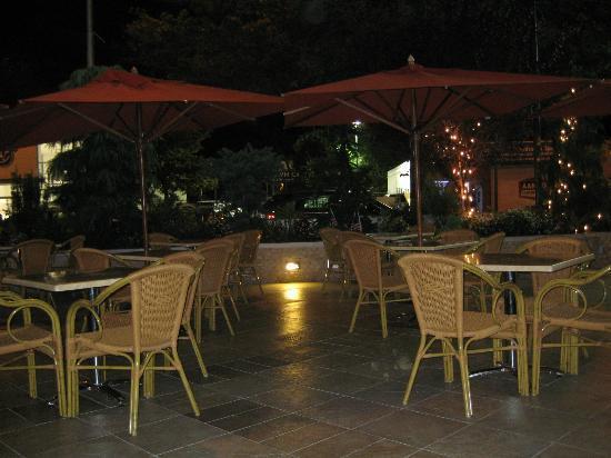 Veranda Restaurant and Cafe: outdoor seating at veranda