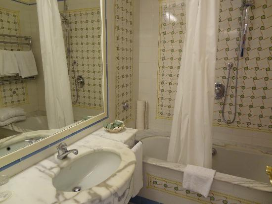 Grand Hotel Capodimonte: Bathroom 511