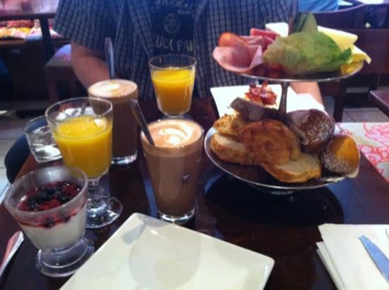 Ethel's: Breakfast with Latte
