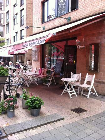 Ethel's: Entrance and outdoor seating