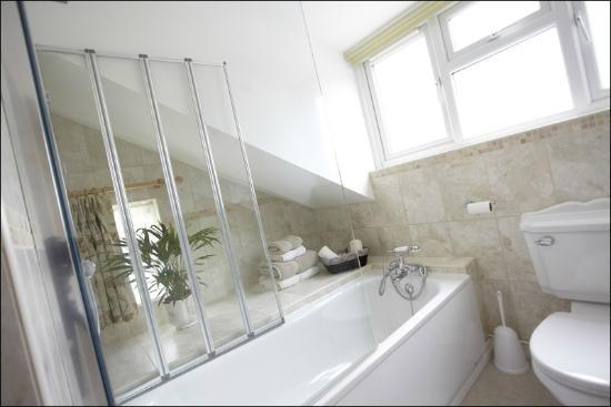 Brick Kilns: Bathroom, Room 1