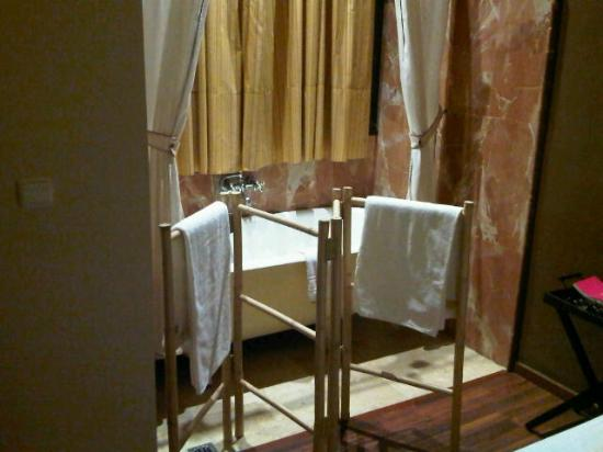 Bellas Artes Hotel: Bañera dentro de la habitación