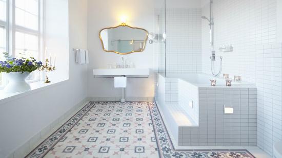 Gorvalns Slott: The bathroom of a Deluxe room at Görvälns Slott, Sweden