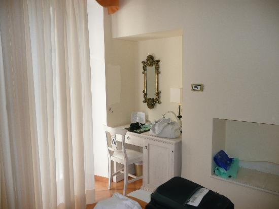 Hotel Santa Lucia: Un angolo della camera