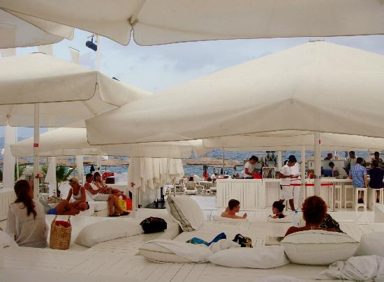 Hotel SU: Beach Bar
