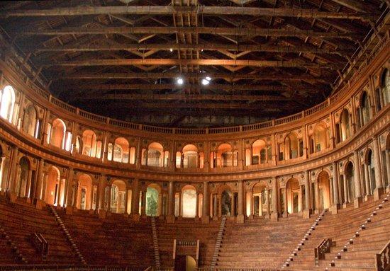 法尔内塞剧院