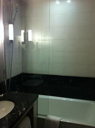 Hotel le Tourville: Bathroom