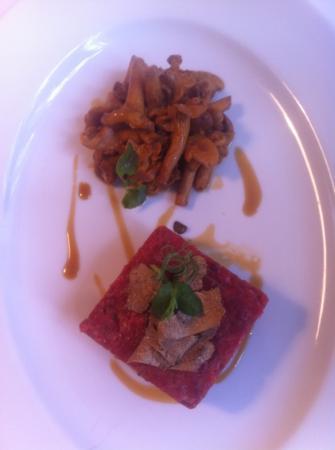 Laurin Restaurant: tartare con tartufo e gallinacci