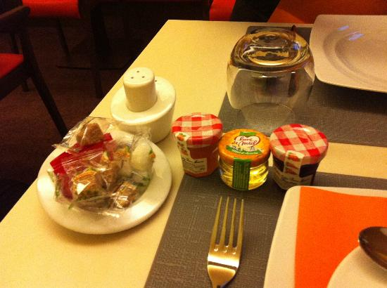 Hotel le Tourville: Nice breakfast