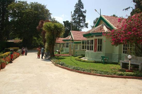 Hotel Mayura Sudarshan Ooty: Beautiful Exterior of Mayura Sudarshan Hotel.