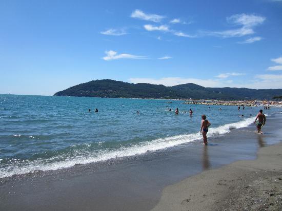 Residenza Alberghiera Italia: Via Maestrale beach, one of the many beachfacilities close to the hotel