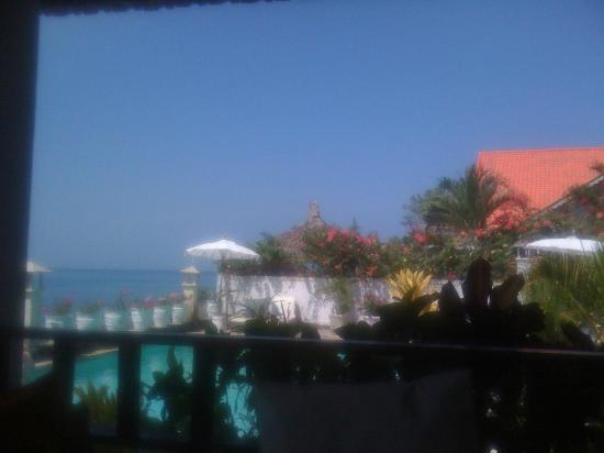 Kembali Beach Bungalows: Pool 