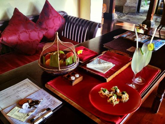 Bidadari Private Villas & Retreat - Ubud: welcome drinks and fruits