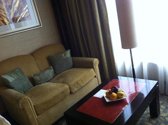 Edsa Shangri-La: sofa