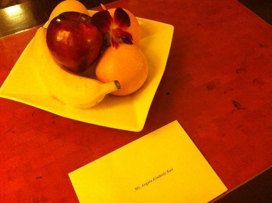 Edsa Shangri-La: complimentary fruits