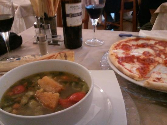 Ristorante Zeus: vegetable soup & pizza (ham, cheese, tomato)