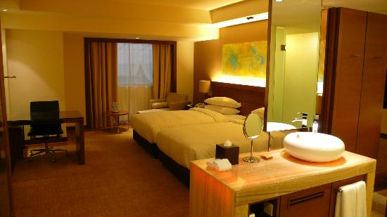 Hyatt Regency Kinabalu: twin room