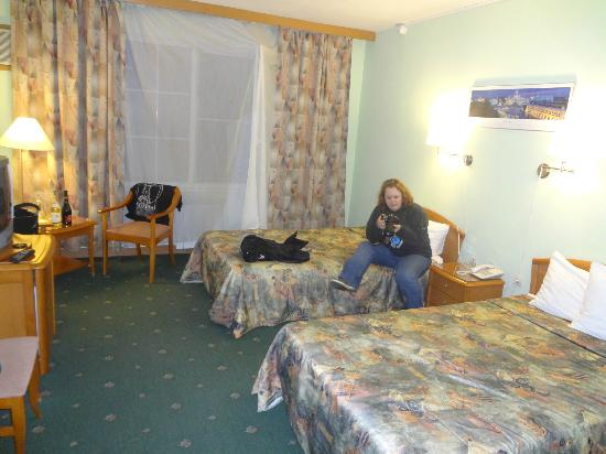 West Hotel: room