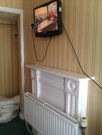 Gwesty'r Marine Hotel: if this is acceptable for a hotel, then I wonder what you get in a hostel?