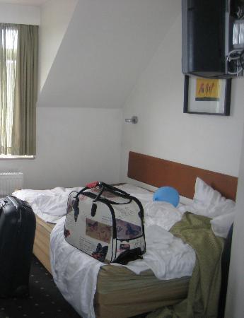 Hotel Ansgar: il letto matrimoniale 2 brandine