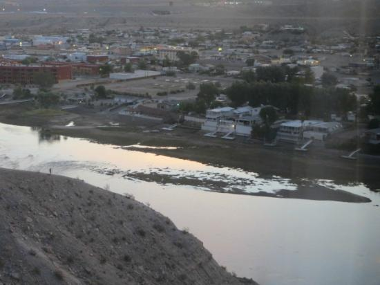 Harrah's Laughlin: low river in the morning