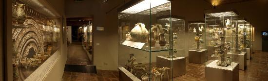 MUVIT Museo del Vino Torgiano Museum : La collezione di ceramiche