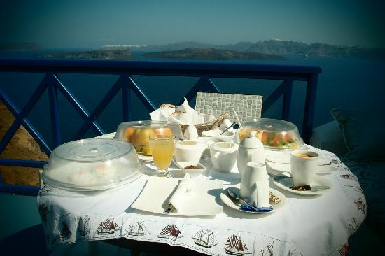 Astarte Suites: Breakfast is served in the room at your preferred time!