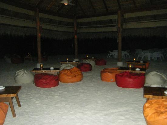 Kuramathi Island Resort: Bar