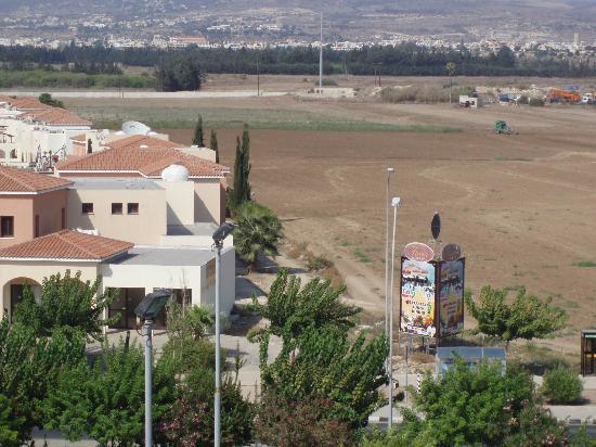 Constantinou Bros Athena Royal Beach Hotel: Mountain view from room 3312