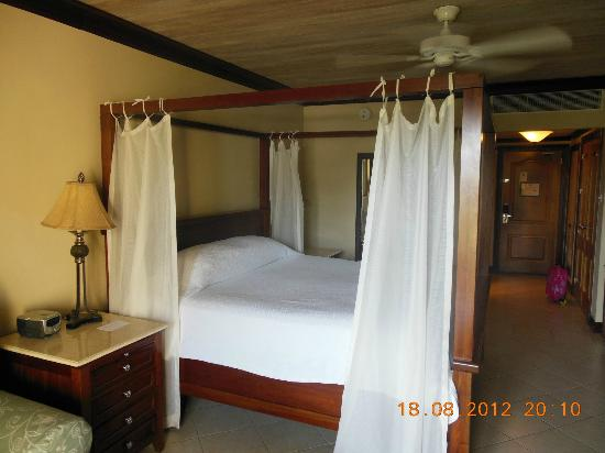 Sandals Grande St. Lucian Spa & Beach Resort: beach facing honeymoon suite