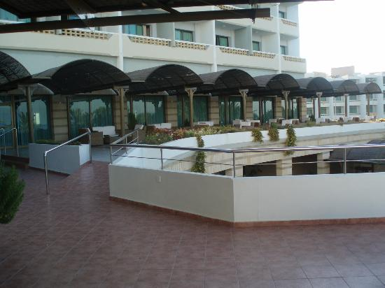 Constantinou Bros Athena Royal Beach Hotel: view from outside the bar