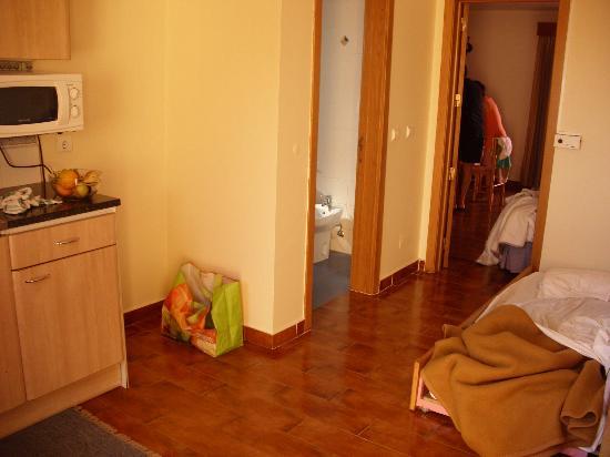 MH Dona Rita: Vista geral do T1 da entrada do apartamento
