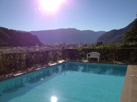 Hotel Rentschnerhof: Schöner Garten im Weinberg mit Pool