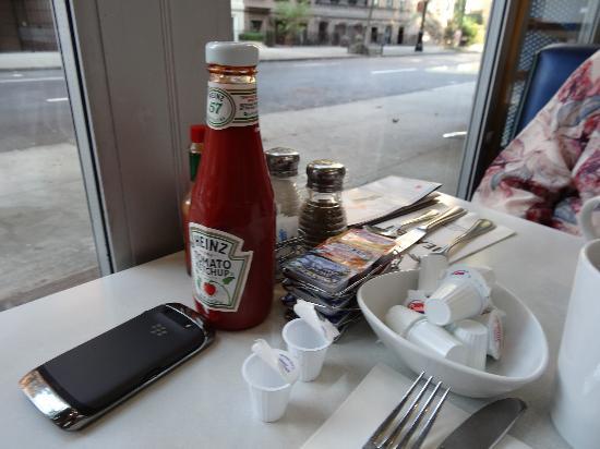 Burger Heaven: Table