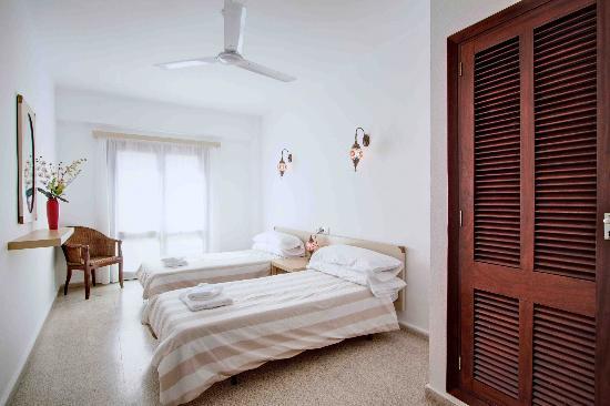 Hostal Paris: Twin Room En-Suite