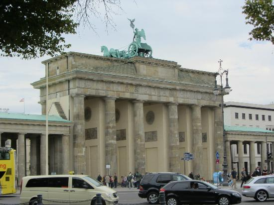 Brewer's Berlin Tours: Brandenburg Gate.
