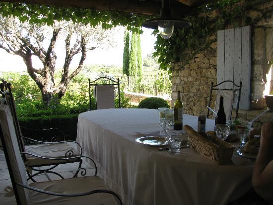 Le Petit Miracle: Dining veranda