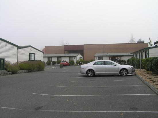 The Orca Inn: Looking toward grocery store & building 3