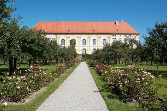 Dachau Palace and Court Garden: Schloss Dachau