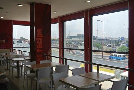 KFC : 1st floor, aeroport view