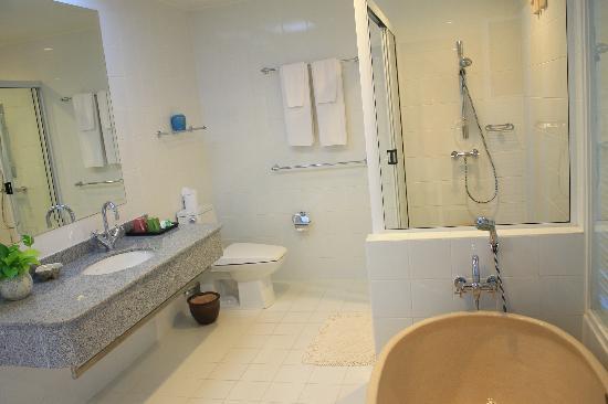 Cera Resort Chaam: ห้องน้ำในห้อง น่ารักมาก