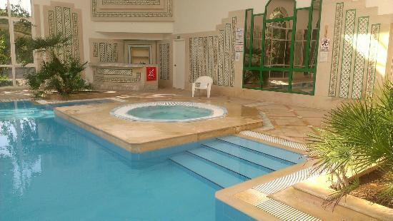 yadis hammamet piscina interior y jacuzzi