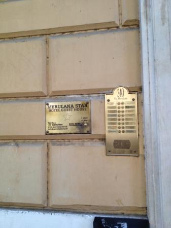 Hotel Merulana Star: ingången