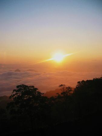 The Windsor Hotel Toya: 雲海の中からの朝陽