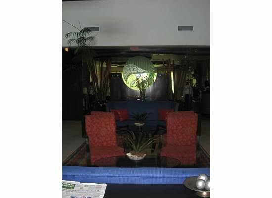هوديلبا جاردين كورت: lobby area