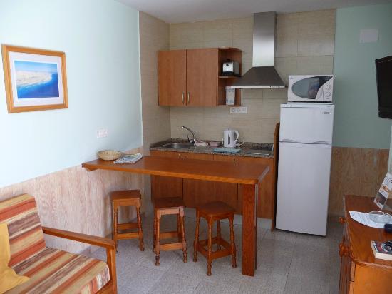 Bungalows Castillo Playa: Dining/kitchen area