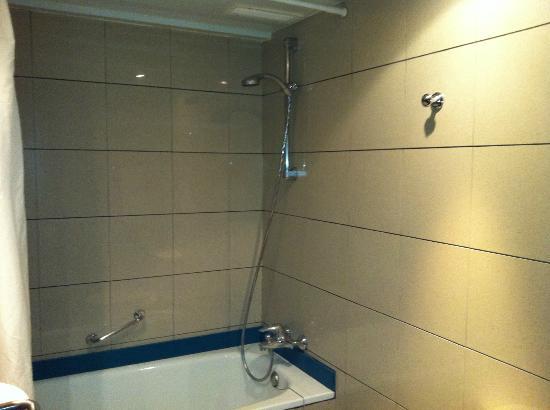 Tres Torres Atiram Hotel: ducha