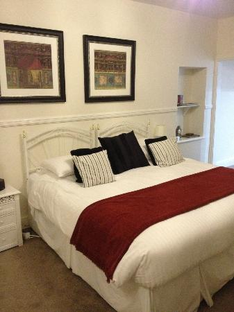 The Town House : Bed