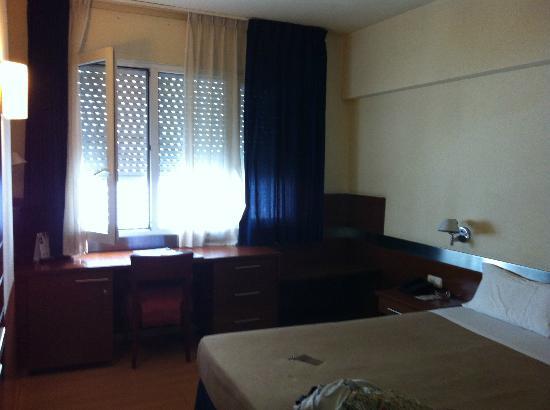 Tres Torres Atiram Hotel : ventana a patio interior