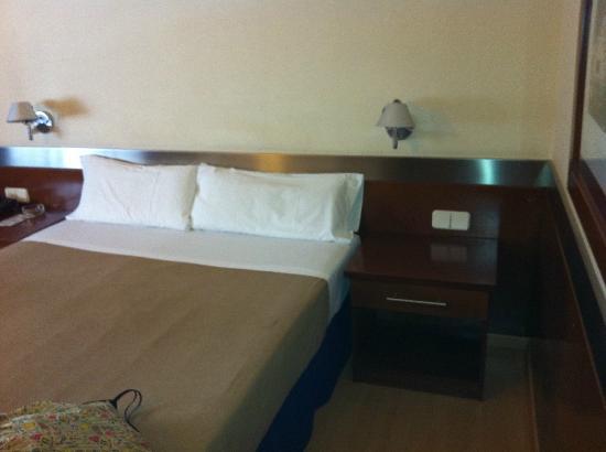 Tres Torres Atiram Hotel : cama